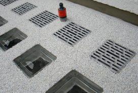 Lichtschacht-Abdeckung mit Wasseranschluss